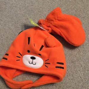 NWT infant Tiger hat with mittens